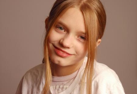前の十代の少女の肖像画