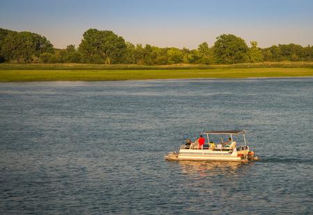 La navigation de plaisance sur la rivière Detroit sud Banque d'images - 41859362
