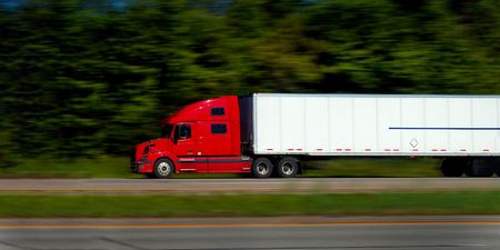 提供するルートで、半トラックで高速道路 写真素材
