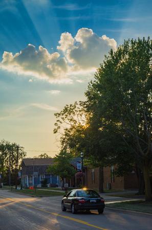 町のビジネス地区の空晴れやかな太陽光線