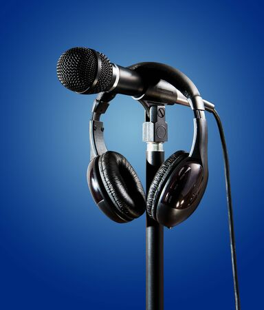 Studio Microphone and headset for recording singer on color background Foto de archivo - 138396305
