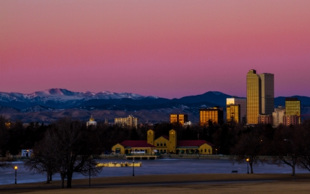 denver skyline with mountains: View of the Denver skyline at sunrise with the mountains in the background Stock Photo