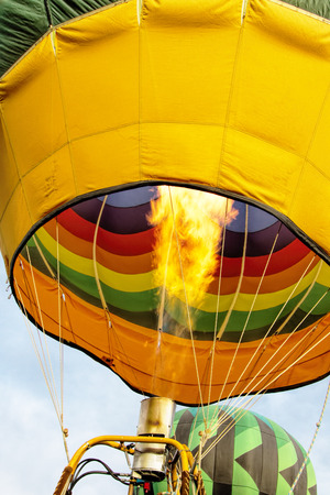 faa: Hot air balloon blast valve and burner shooting flame into balloon throat