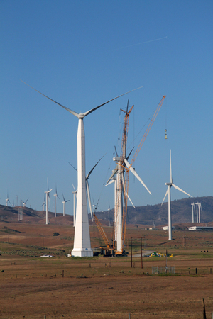 Electrical energy Windmill being built Imagens