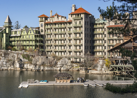 Mohonk Mountain House sits on Lake Mohonk in the Shawangunk Mountains in New York State. Reklamní fotografie