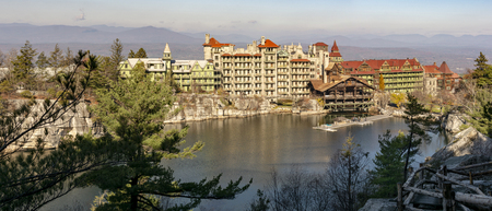 Lake Mohonk is a lake in Ulster County, New York, located on the Mohonk Preserve outside New Paltz, New York, in the Shawangunk Mountains. Reklamní fotografie