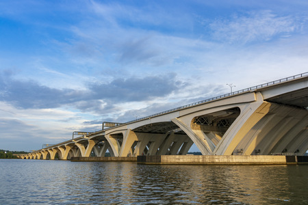 The Woodrow Wilson Memorial Bridge spans the Potomac River between Alexandria, Virginia, and the state of Maryland. Reklamní fotografie