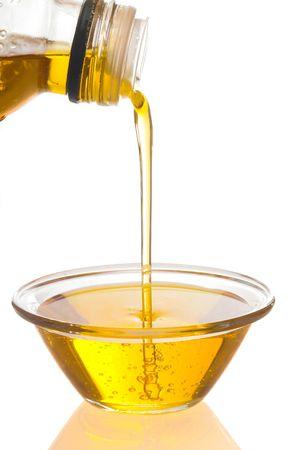 aceite de cocina: aceite de oliva es sobre fondo blanco