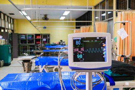 signos vitales: monitor de signos vitales en el hospital Editorial