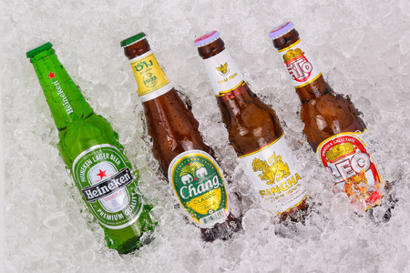 PATTAYA, THAILAND -April 2, 2015: Heineken, Chang, Singha and Leo beer in ice cold are the most famous beer and a beer drinking most favorite tourist destinations in Thailand. Publikacyjne