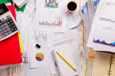 calculadora: table.documents negocio de contabilidad gr�ficos, tablas,, caf� calculadora, lugar de trabajo de la gente de negocios.