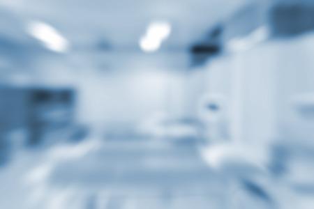 背景の病院の実験室のぼやけ