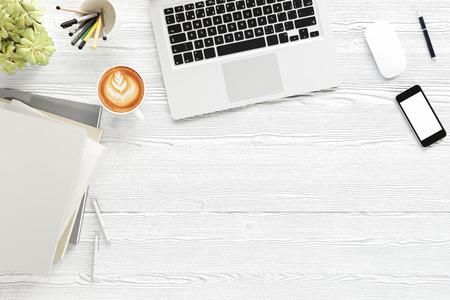 사무실 책상 나무 테이블 labtop 컴퓨터, 빈 잡지 스마트 전화 및 커피 컵 상위 뷰 복사 공간, 3D 렌더링 스톡 콘텐츠