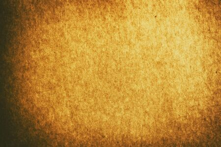 Fondo de textura de papel marrón dorado viejo de fotograma completo con viñeta para telón de fondo de diseño o diseño de superposición