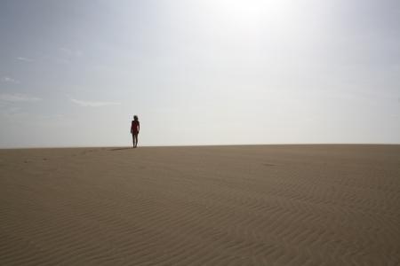 feroz: Mulher que est� acirrada no deserto