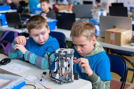 少年と小さなロボット