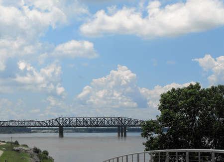mississippi river: Mississippi River in Memphis