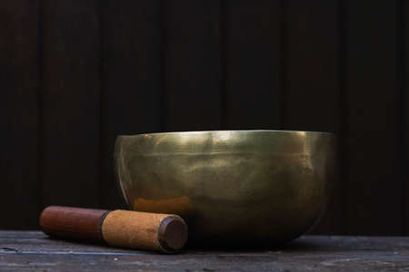 Singing bowl made of seven metals Banque d'images