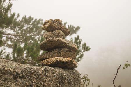 Stone marker in a mountain trail Standard-Bild