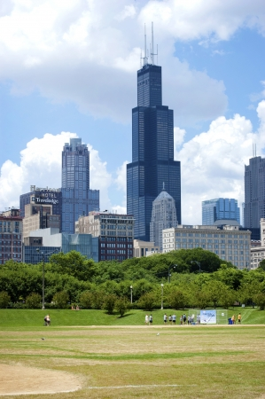aon: Sears Tower from Grant Park in Chicago