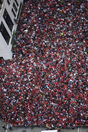 Crowd Gathers downtown Chicago for Blackhawks Parade
