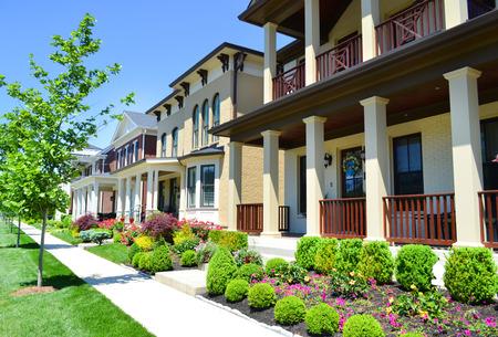 equidad: Hermosa, Nuevo Barrio suburbano en el verano