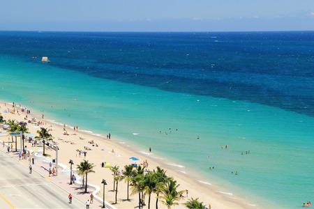 vista superior: Vista superior de la playa de Fort Lauderdale - Fort. Lauderdale, Florida EE.UU. Foto de archivo