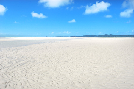 Whitehaven Beach at low tide - Whitsunday Islands, Australia Фото со стока - 37466327