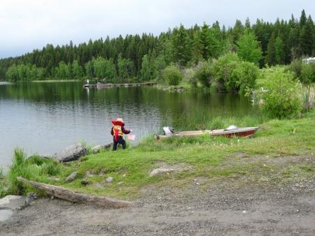 Little boy playing at the lake Reklamní fotografie