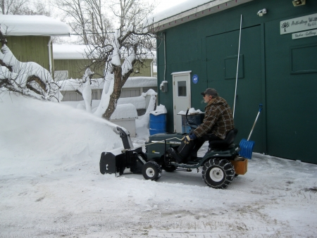snow grooming machine: Action on the snow blower tractor