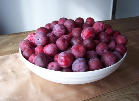 Toka plums in a large bowl Stok Fotoğraf