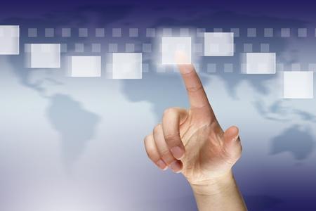 女性の指で押さえて仮想ボタン
