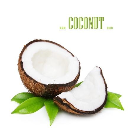 白で隔離される緑の葉とココナッツ