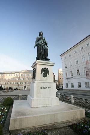 mozart: Statue of Wolfgang Amadeus Mozart in Salzburg