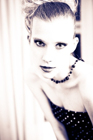 split lip: Attractive retro woman posing
