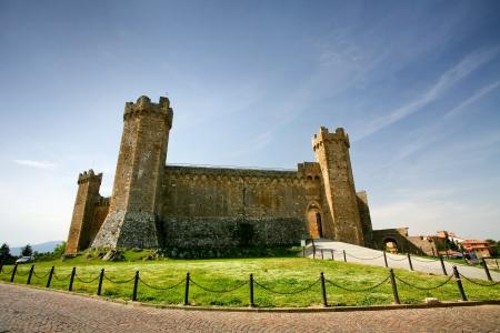ufortyfikować: Montalcino Zamek w Toskanii we Włoszech