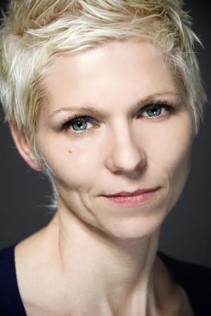 lentes contacto: Retrato de mujer rubia con lentes de contacto azules