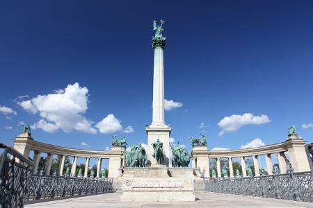 Heroes square in Budapest, a square dedicated to the hungarian kings Stock Photo - 18094684
