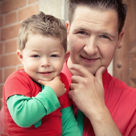 Father and son in the same pose Stockfoto