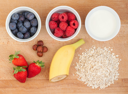 granula: Ingredients for oatmeal with fresh fruit or smoothie