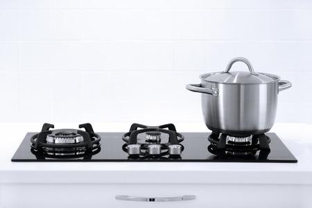 白いモダンなキッチンの鍋 写真素材