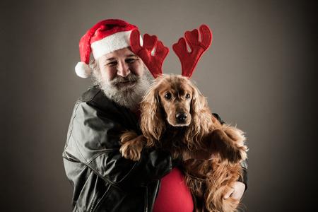 grosse fesse: P�re No�l avec son chien comme Rudolph le renne