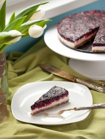 порно: Здоровый сырья кешью и ягоды веганский торт