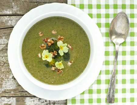 primula: Broccoli cream soup with roasted walnuts and primula flower