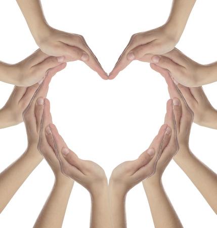 forme: femme, mains, faisant une forme de coeur isolé sur blanc