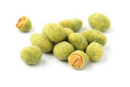 Wasabi coated peanuts isolated on white background 版權商用圖片