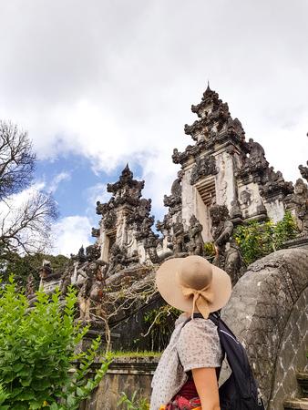 Female tourist with hat and sarong at Lempuyang temple 版權商用圖片