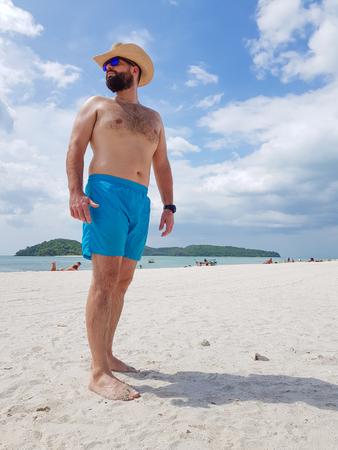 Man with beard,  hat and glasses on the tropical beach 版權商用圖片