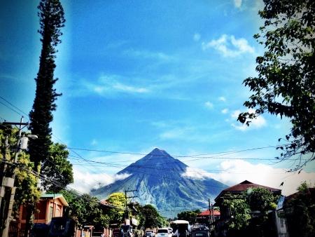 mayon: cone shape Mayon Volcano on a sunny afternoon joyride Stock Photo