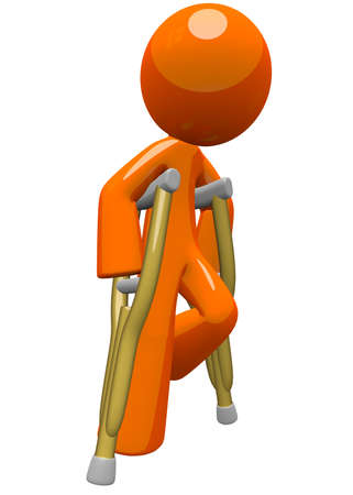 orthop�die: Un homme orange avec des b�quilles, se d�placer et de trouver son chemin, il est encore un peu contest� avec sa rupture et de fractures, mais toujours sur le chemin de la r�cup�ration utilisation cette image � des fins m�dicales et de la publicit�